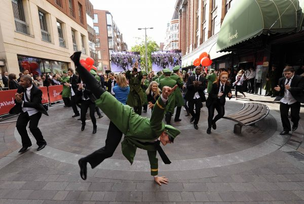 Harrods-Green-Man-Flashmob-(1)